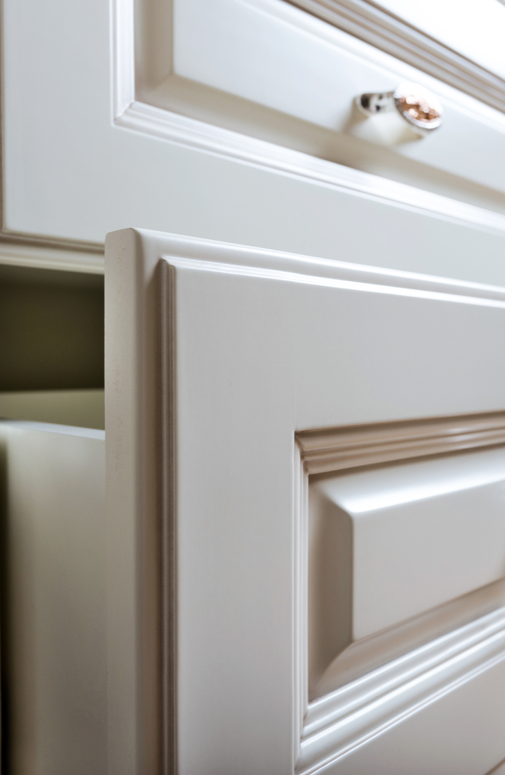 Keeping a kitchen clean isn't always easy, especially if you have greasy kitchen cabinets. But, don't fret, we have the easiest way how to clean greasy kitchen cabinets. You won't believe the difference!