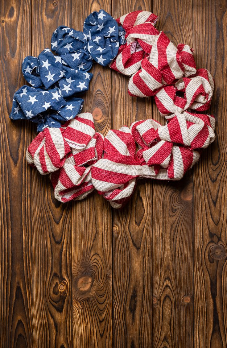 This burlap wreath is perfect for the 4th of July! Here are some darling ideas for 4th of July DIY door wreaths. You will love them!