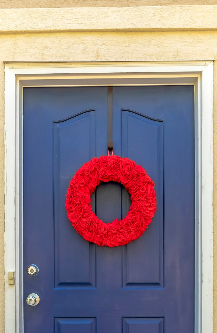 Get ruffled in all the right ways this 4th of July with this festive wreath made entirely of red felt.  Here are some darling ideas for 4th of July DIY door wreaths. You will love them!