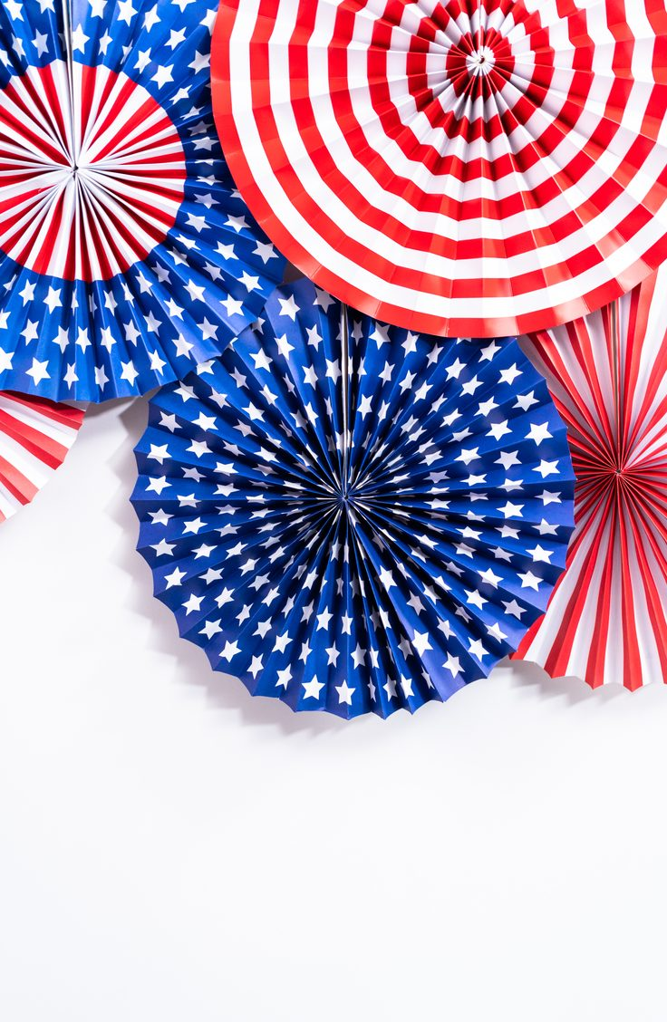 Give your door some medallions of honor with this clever door wreath idea. Here are some darling ideas for 4th of July DIY door wreaths. You will love them!