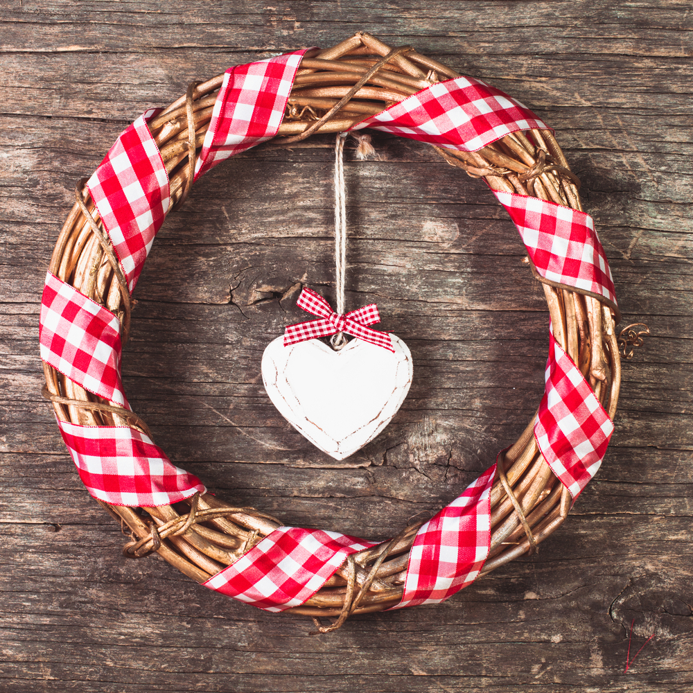 It's not difficult to get wrapped up in this gingham ribbon wreath for Independence Day. Here are some darling ideas for 4th of July DIY door wreaths. You will love them!