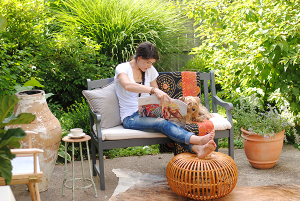 Fast Ways to Revamp Your Patio Furniture  Revamp Your Patio Furniture, Patio Furniture DIYs, DIY Patio Furniture, Patio Furniture Projects, Easy Patio Furniture Projects, Simple Outdoor Projects, Outdoor Furniture Projects, Popular Pin