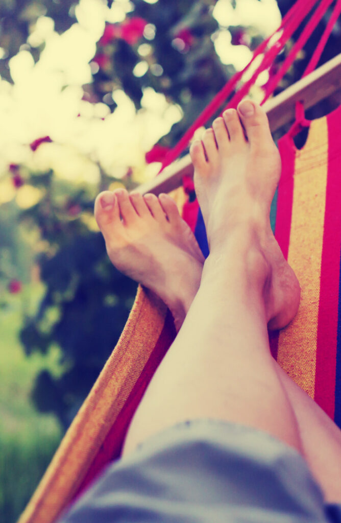 Do you love spending time outside? The summer heat can be beat with a DIY hammock stand! Check it out!