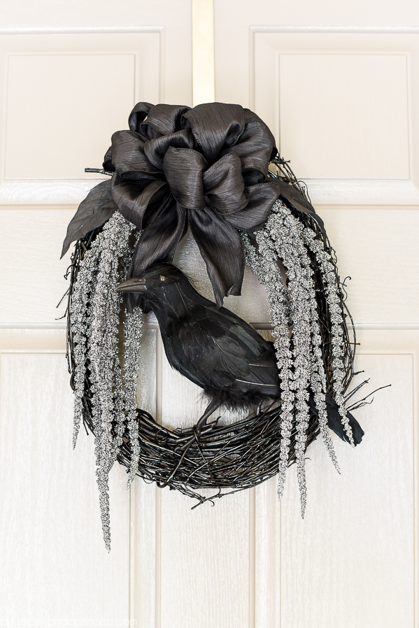 DIY Wreaths for Halloween, DIY Halloween, DIY Halloween Decor, Holiday Decor for Halloween, Holiday Home Decor, DIY Holiday Home, DIY Porch Decor, Halloween Porch Decor Ideas, Popular Pin