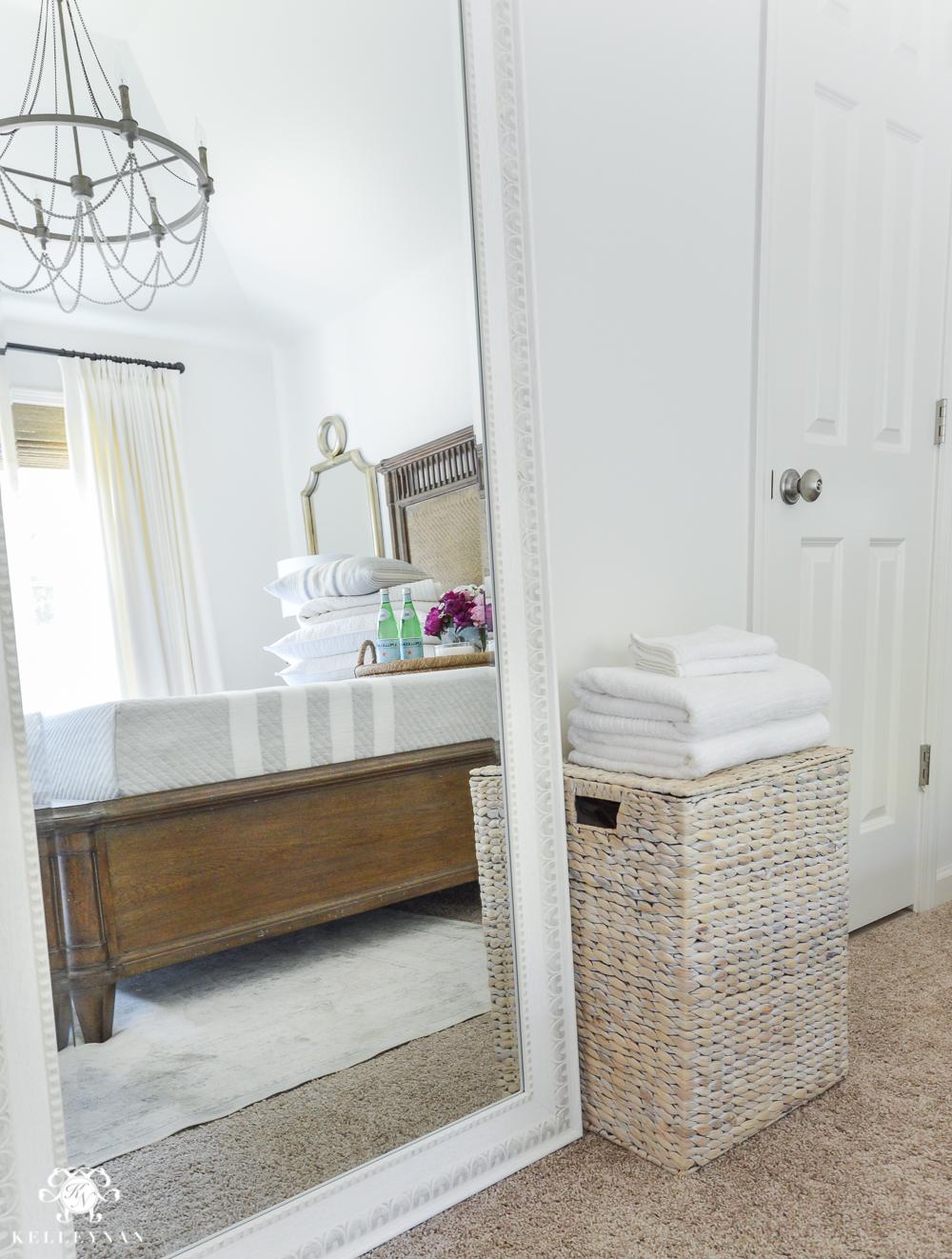 Guest Bedroom, Guest Bedroom Tips and Tricks, Guest Bedroom Hacks, How to Decorate Your Guest Bedroom, DIY Home, DIY Home Decor, Home Decor Hacks