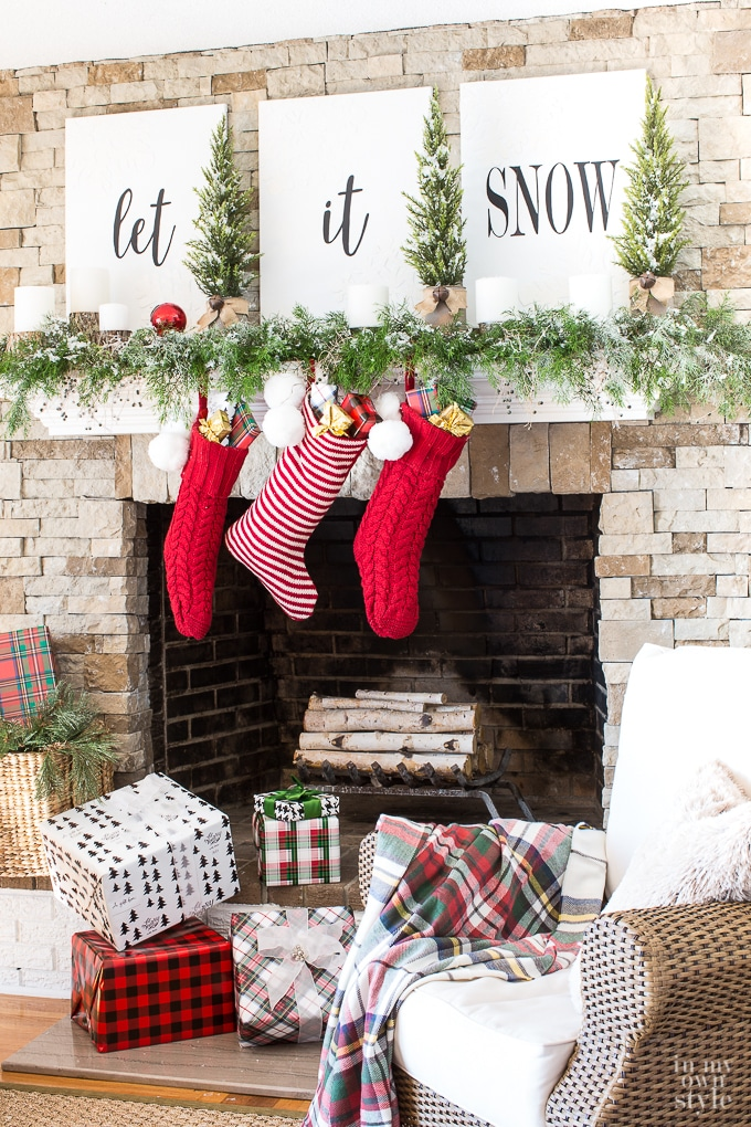 10 Christmas Decor DIYs for a Seriously Festive Home| Christmas Decor, DIY Christmas Decor, Homemade Christmas Decor, Holiday Hacks, Holiday Christmas Hacks, Popular Pin #Christmas #ChristmasDecor #HolidayProjects