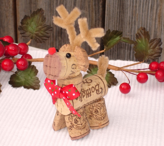 10 Wine Cork Crafts for Christmas| Wine Cork, Wine Cork Crafts, Christmas Crafts, DIY Christmas Crafts, DIY Wine Cork Crafts, Crafts for Kids, Fun Crafts for Kids, Kid Stuff, Popular Pin #Christmas #ChristmasCrafts #HolidayHome