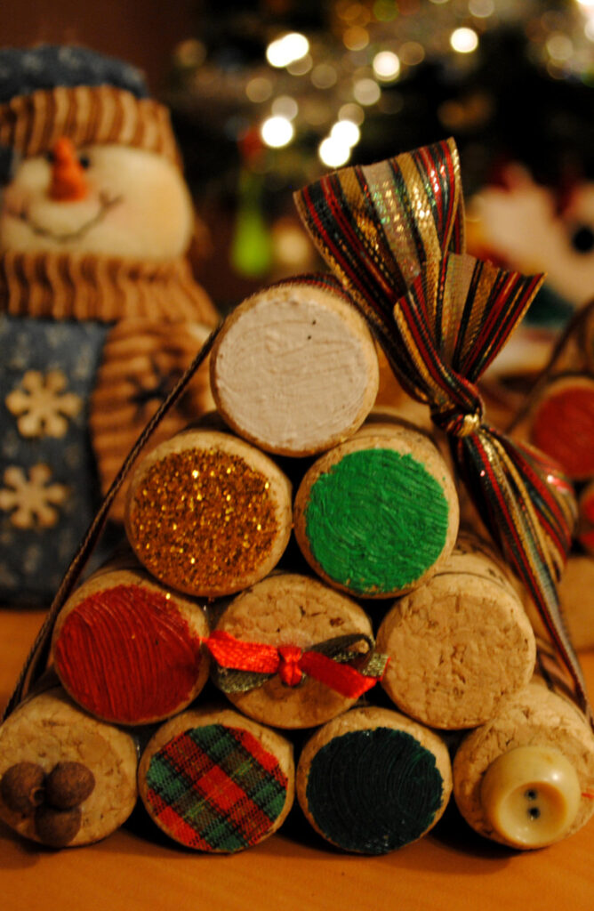 Instead of just one Christmas tree in the living, spread the love around the house with these tiny wine cork Christmas trees. From wreaths to ornaments to magnets, wine corks make great material for Christmas Crafts! Check out this list list of wine cork Christmas crafts!