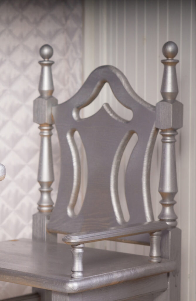 This silver chair would look great in any house! Whether you opt for champagne, silver, gold, copper, or pewter, you can't go wrong with metallic painted furniture.