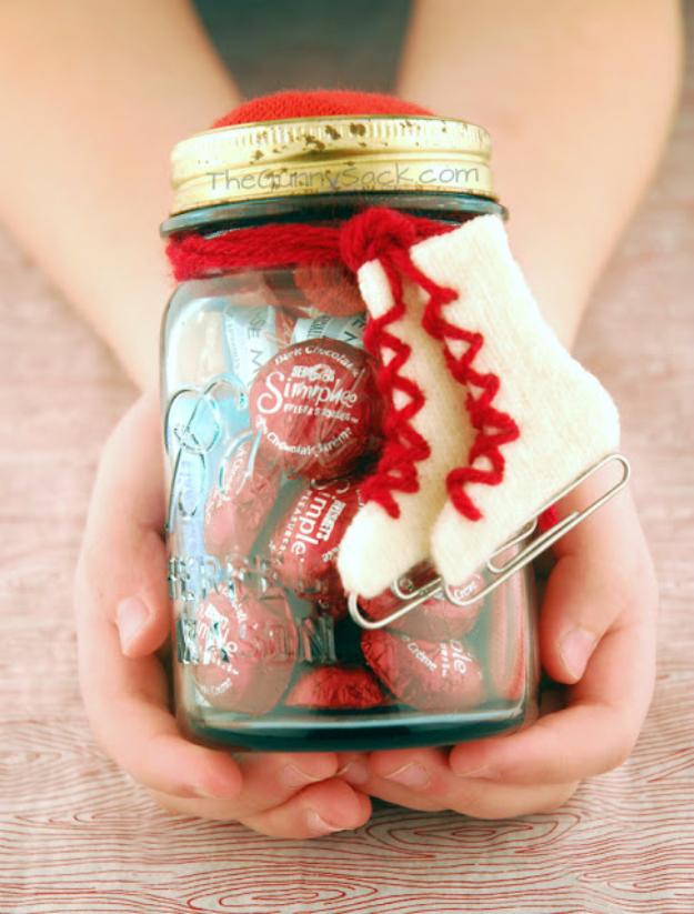 12 Dirt Cheap Valentines Day Gifts in a Jar| Mason Jar Gifts, Mason Jar Gift Projects, Mason Jar DIYs, Valentines Day Gifts, Inexpensive Valentines Day Gifts, Holiday Gift Ideas, Handmade Holiday Gifts, Popular Pin #DIYGifts #MasonJar