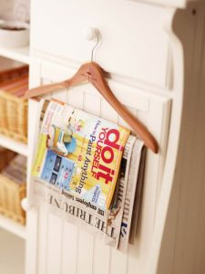 How to reuse hangers. Hold newspapers and other magazines