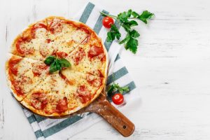 Time to prepare family dinner but out of fresh ideas? No worries! I've got you set with this list of family dinner ideas to prepare for your next Sunday dinner! Simple, easy, but DELICIOUS recipes! Your family will love this pizza!