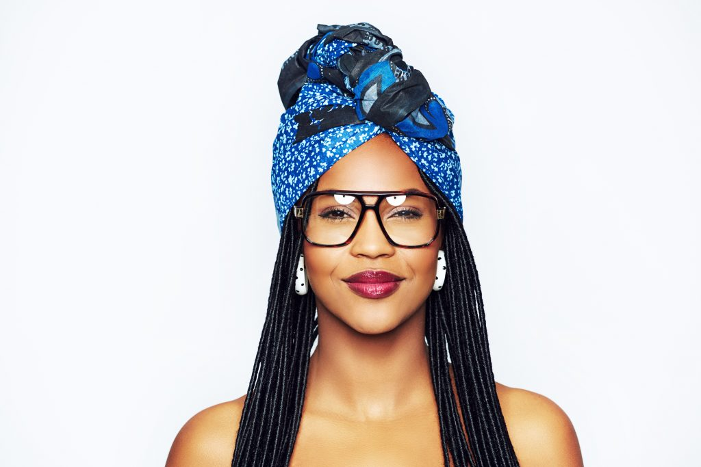 There's something so fabulous about the grunge era! Not only am I obsessed with everything '90s fashion, but I love the hairstyles from that decade too. Here are some of my favorite 90s braided hairstyles. Classic box braids are a staple of the 90s.