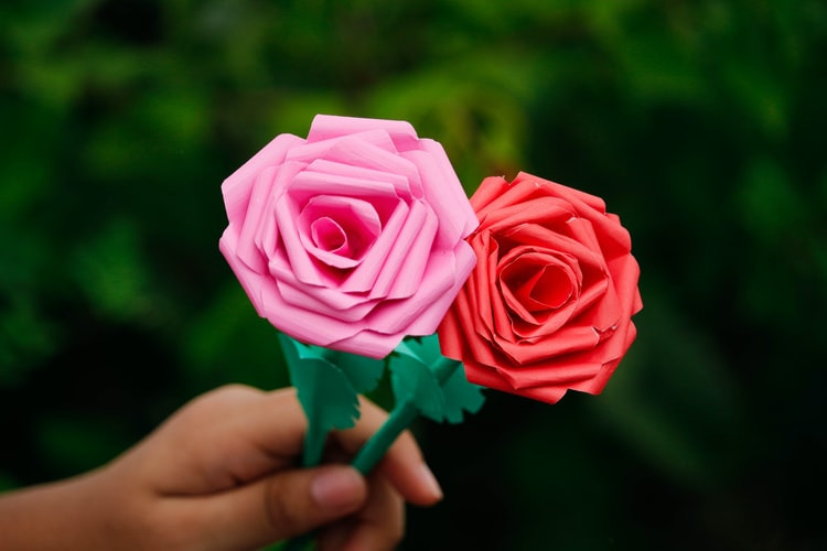 How to make rose paper flowers