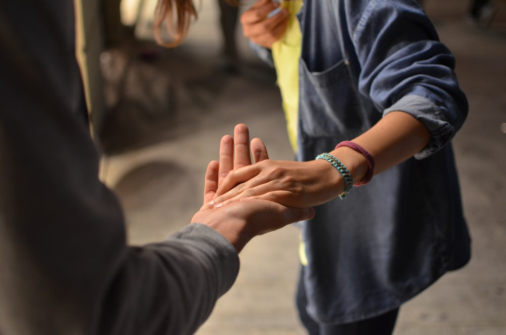 How to be a nicer person - being helpful