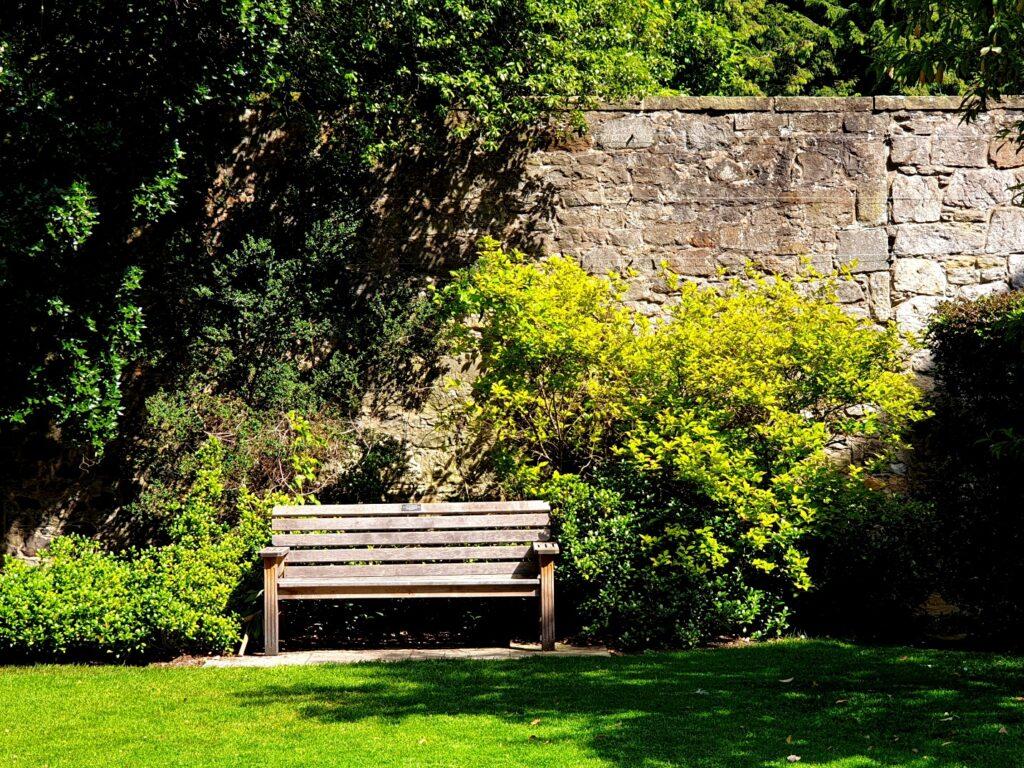 cinder blocks to make garden benches
